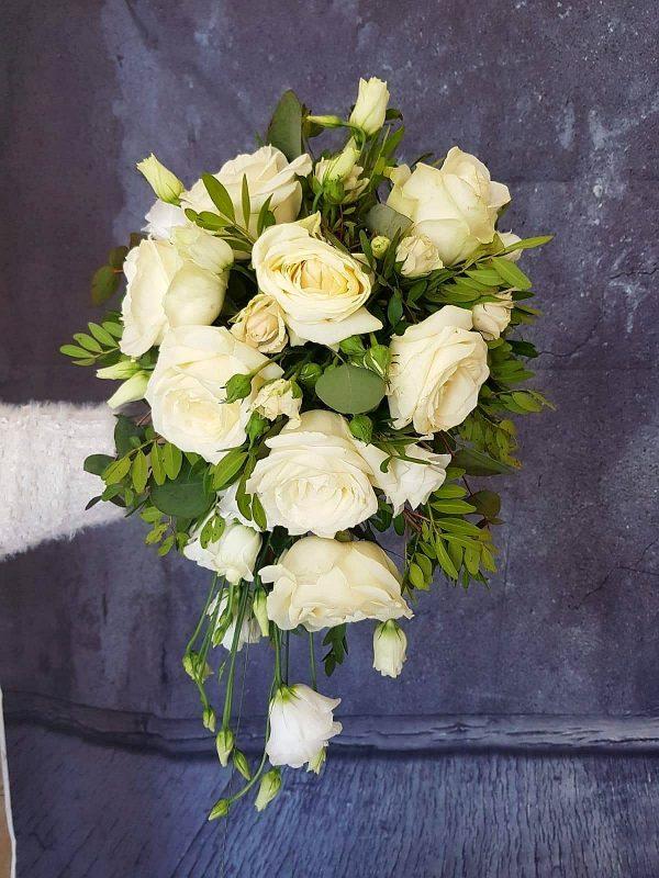 Buchet mireasa cascada (curgător) trandafiri albi- Annie' s Flowers | Florarie Navodari - Constanta | comenzi@anniesflowers.ro | 0727870896