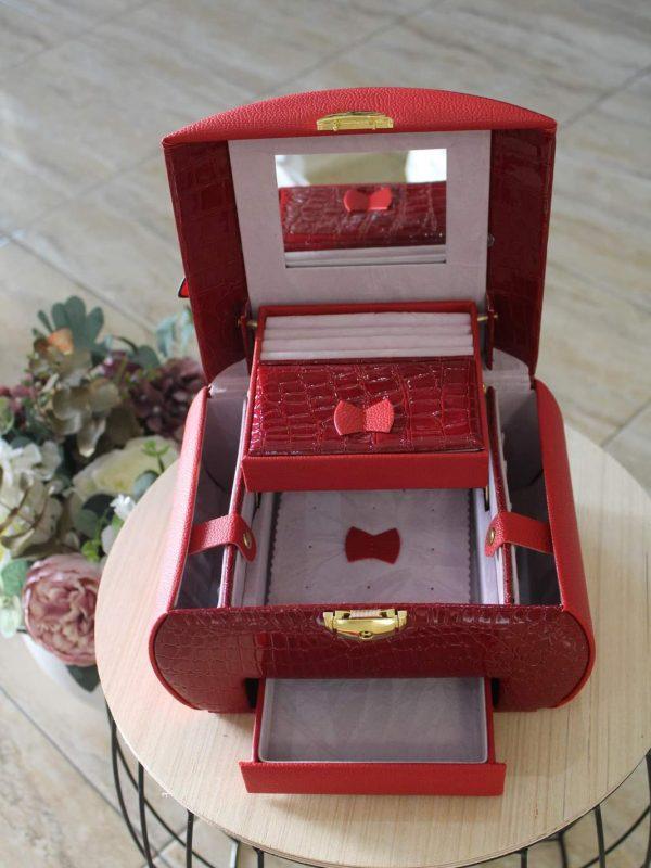 Caseta bijuterii etajata